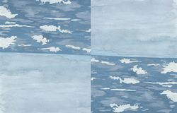 Vita moln i himlen, vita vågor i havet arkivbilder
