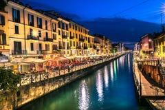 Vita notturna di Milano in Navigli L'Italia fotografia stock