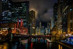Vita notturna nella città di Chicago Fotografia Stock