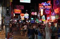 Vita notturna sulla via in Tailandia Immagine Stock