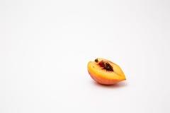 vita nya isolerade persikor Arkivfoto