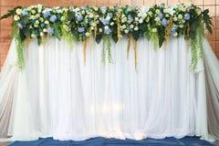 Vita och gröna bakgrundblommor Royaltyfri Fotografi