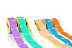 Vita och kulöra etikettrullar som isoleras på vit bakgrund med skuggareflexion Färgrullar av etiketter för skrivare Royaltyfri Bild