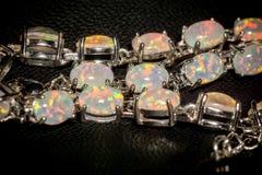 Vita Opal Bracelet Fotografering för Bildbyråer