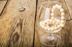Vita pärlor för naturlig pärla Royaltyfria Foton
