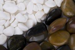 Vita Pebbles, polerade Rocks Arkivbild