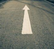 Vita pilar på vägen Fotografering för Bildbyråer