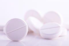 vita pills för paracetamol för huvudvärkstabletthuvudvärkmedicin Royaltyfri Fotografi