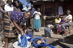 Vita quotidiana in bassifondi di Nairobi, il Kenya Fotografie Stock