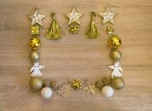 vita röda stjärnor för abstrakt för bakgrundsjul mörk för garnering modell för design De guld- dekorerna för jul på träbakgrunden arkivfoto