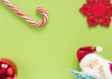 vita röda stjärnor för abstrakt för bakgrundsjul mörk för garnering modell för design Jul stoppar på grön bakgrund Lekmanna- läge Fotografering för Bildbyråer