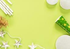 vita röda stjärnor för abstrakt för bakgrundsjul mörk för garnering modell för design Jul stoppar på grön bakgrund Lekmanna- läge Royaltyfria Foton