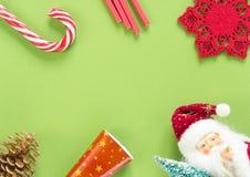 vita röda stjärnor för abstrakt för bakgrundsjul mörk för garnering modell för design Jul stoppar på grön bakgrund Lekmanna- läge Royaltyfria Bilder