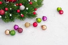 vita röda stjärnor för abstrakt för bakgrundsjul mörk för garnering modell för design Julgrantree med garneringen Arkivfoto
