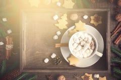 vita röda stjärnor för abstrakt för bakgrundsjul mörk för garnering modell för design Magasin med kakao och kakor, dekorerad inte Arkivfoton