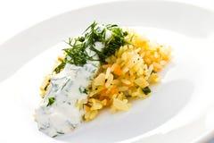 Vita ris med vitlöksås på en platta Royaltyfri Fotografi