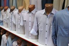 vita skjortor Arkivfoton