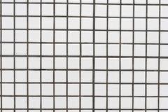 Vita smutsiga keramiska tegelplattor v?gg eller golv f?r bakgrundstextur arkivbild