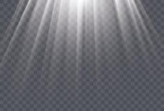 Vita solstrålar och ljus effekt för glöd på genomskinlig bakgrund Royaltyfria Bilder