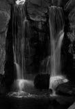 vita svarta vattenfall Royaltyfria Bilder