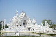 Vita tempel eller Wat Rong Khun som lokaliseras på Chiang Rai, Thailand Arkivfoton