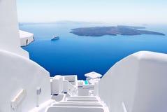 Vita trappuppgångar på den Santorini ön, Grekland Fotografering för Bildbyråer