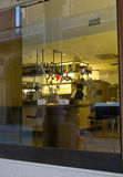 Vita in una barra elegante a Bologna Fotografie Stock Libere da Diritti