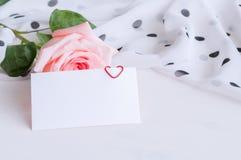 vita valentiner för st för bakgrundsdaghjärta Arkivbild
