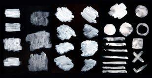 Vita vattenfärgborsteslaglängder, abstrakta slaglängder för målarfärgborste, ställde in av vita färgborstefläckar, slagl vektor illustrationer