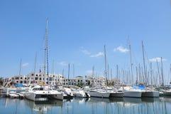 Vita yachter i marinaport El Kantaoui royaltyfri fotografi