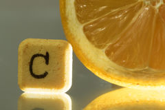 Vitamin c pill and lemon Royalty Free Stock Photos
