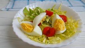 Vitamin för ultrarapid för gaffel för tomat för friskhet för grönsallatäggkål läckert organiskt arkivfilmer