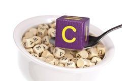 Vitamin-reiche Alphabetsuppe, die Vitamin C kennzeichnet Lizenzfreie Stockbilder