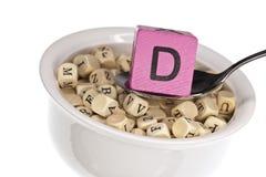 Vitamin-reiche Alphabetsuppe, die Vitamin d kennzeichnet Stockfoto