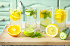 Vitamin-verstärktes Wasser Lizenzfreie Stockfotografie