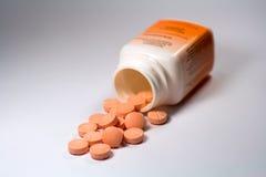 Vitamina anaranjada de las píldoras Imágenes de archivo libres de regalías