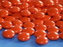 Vitaminas - comprimidos vermelhos imagens de stock royalty free