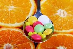 Vitaminas en círculos de la fruta cítrica. Imagen de archivo