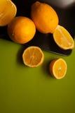 Vitaminas frescas - limones amarillos foto de archivo