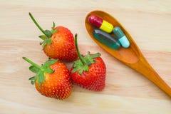 Vitaminas y fruta foto de archivo libre de regalías