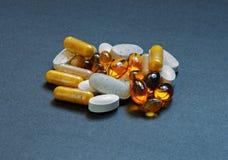 Vitaminas y minerales Imágenes de archivo libres de regalías