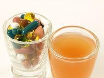 Vitamine auf zwei Arten,   Stockfoto