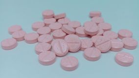 Vitamine B3 op witte achtergrond royalty-vrije stock afbeelding
