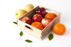Vitamine Cfruit in houten doos stock afbeeldingen