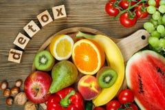 Vitamine in den Obst und Gemüse in Lizenzfreie Stockbilder