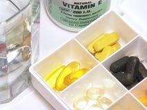 Vitamine in einem Kasten Stockfotografie