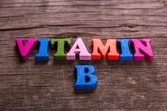 Vitamineb woord van houten brieven wordt gemaakt die royalty-vrije stock afbeelding