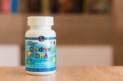 Vitamines d'enfants dans une boîte Photo stock