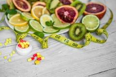 vitamines et fruits de pilules Image libre de droits