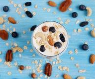 Vitaminfrühstücks-Jogurtcocktail im Glas Lizenzfreies Stockbild